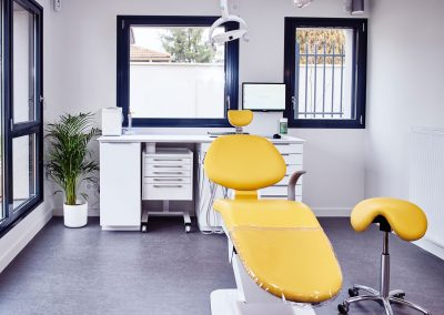 Salle de soins jaune